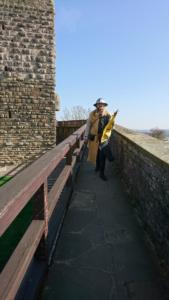 Die Wache patroulliert am Roten Turm